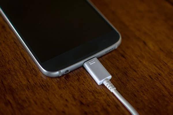 گوشی تلفن همراه و اشتباه رایج پیاده روی