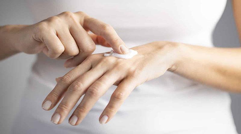خشکی دست