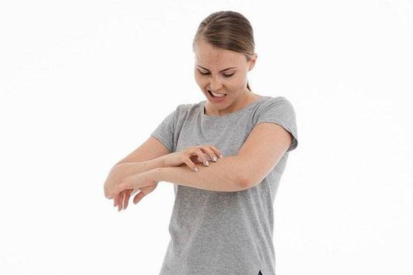 خارش پوست و کاهش ویتامین B12