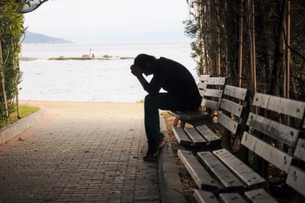افسردگی بدون دلیل فرد عزیز