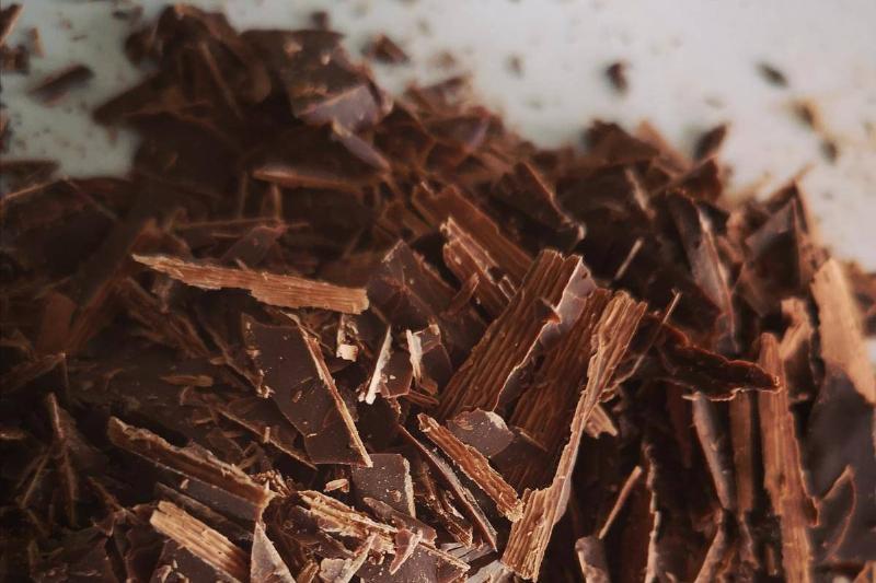 شکلات تلخ غذای مفید برای تیروئید